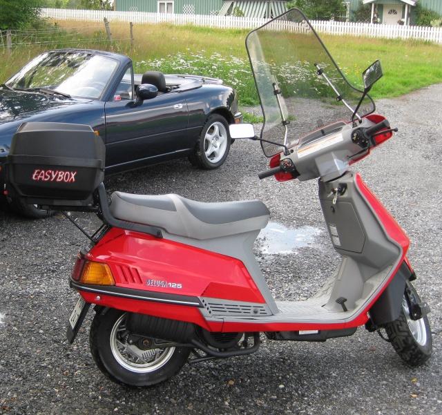 Un petit scooter Japonais , le Yamaha 80 Béluga de 1982... 955164Yamahabeluga1