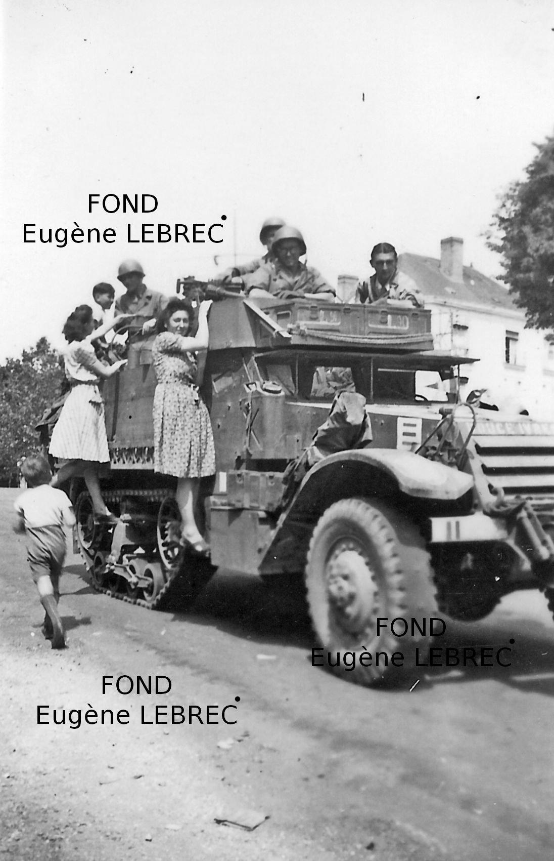 Chateau Gontier (Mayenne), véhicules à identifier 95946128