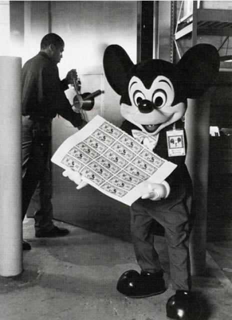 Les Dollars Disney - Page 2 959611mick1