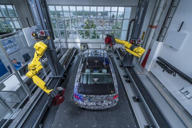 La future BMW Série 5 virtuelle  961054P90228104highResfullyautomatedopti
