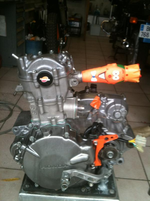 Préparation en cour de la moto de Luc  978801photo