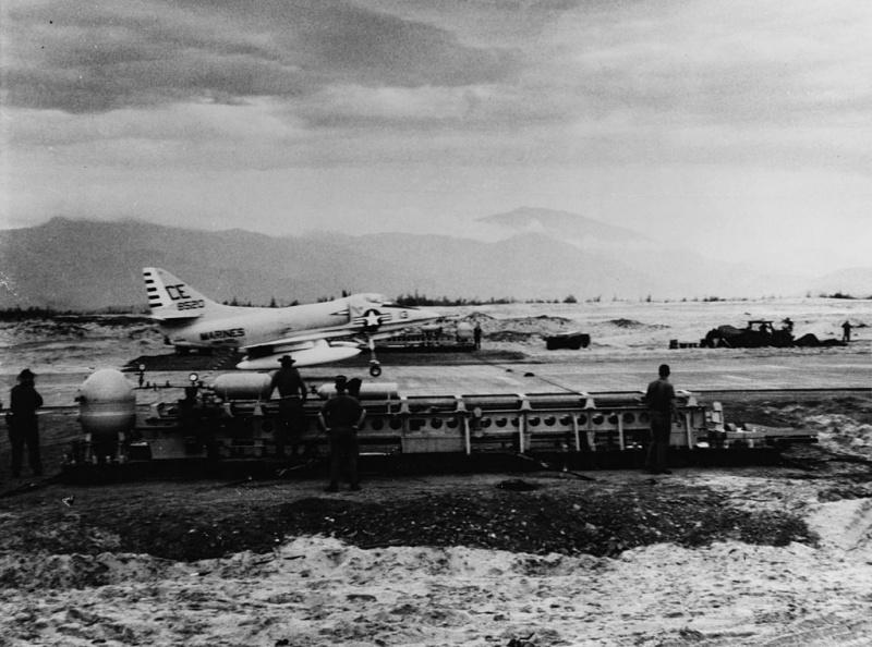 DOUGLAS A-4 SKYHAWK [NOUVELLE VERSION] 985237DouglasA4CSkyhawkVMA225ChuLai