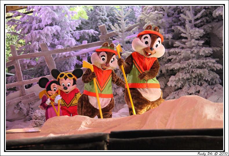 Spectacle Mickey et la magie de l'hiver - Page 3 992001IMG0752border