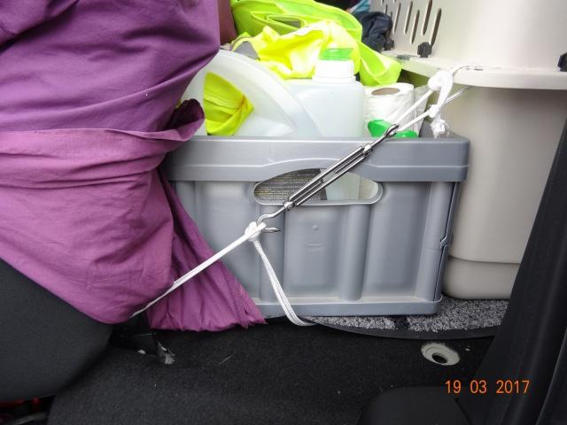 Transport en voiture : grille, filet, ceinture... 996752Fixationavantgauche