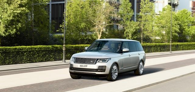 Le Nouveau Range Rover intègre dans sa gamme une motorisation essence hybride rechargeable 997058rr18myphevlwbonroad10101704