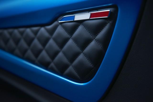Alpine est de retour - A110, la voiture de sport française agile et compacte 9978538834316