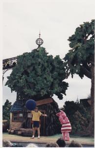 Vos vieilles photos du Resort - Page 15 Mini_194310WSA2
