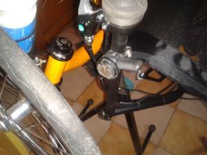 Couplage des freins sur une seule poignée Mini_56149620131227144253