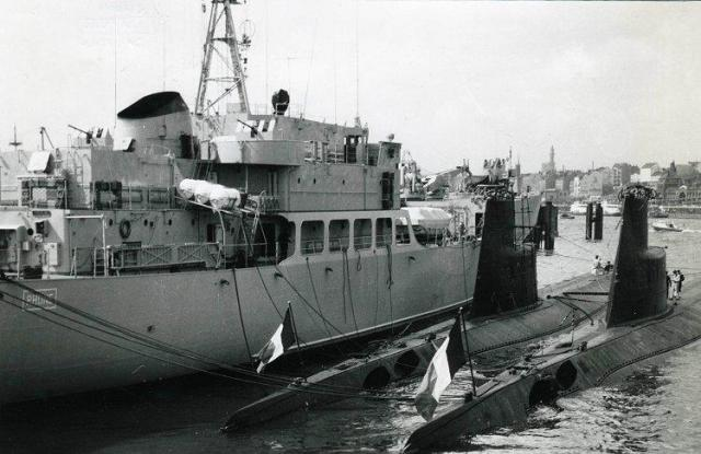FRANCE SOUS MARINS CLASSE NARVAL 34645Narval_Dauphin_et_Rhone_Hambourg_mars_1965