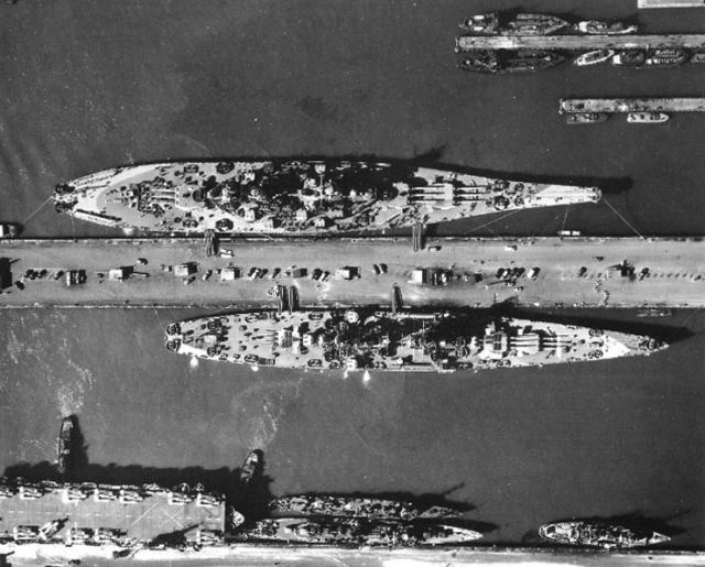 [RP] L'Axe... Plus t'en coules, moins t'en as... - Page 4 357187USS_ALASKA_et_USS_MISSOURI
