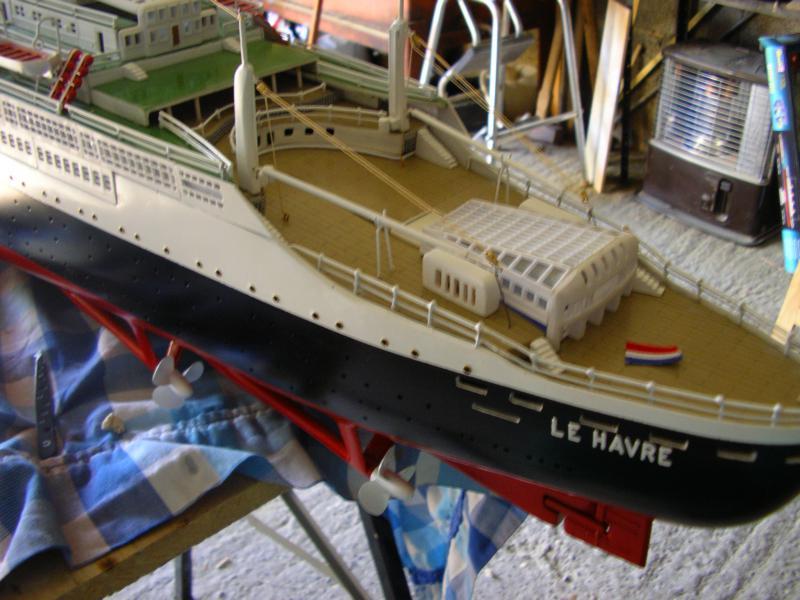 Paquebot France (New Maquettes 1/200°) par Henri - Page 8 376424IMGP1018