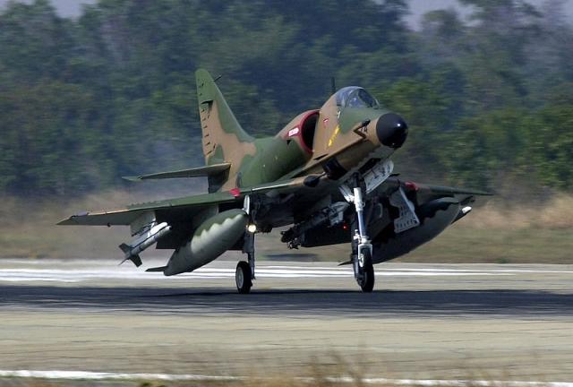 DOUGLAS A-4 SKYHAWK 48448A_4SU