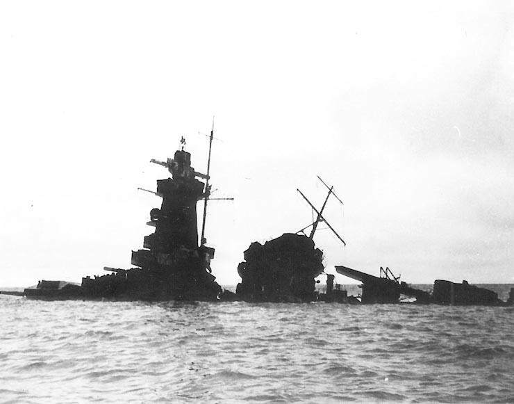 L'admiral Graf Von Spee - Page 2 491424Graf_Spee_Wreck_USNphoto_1