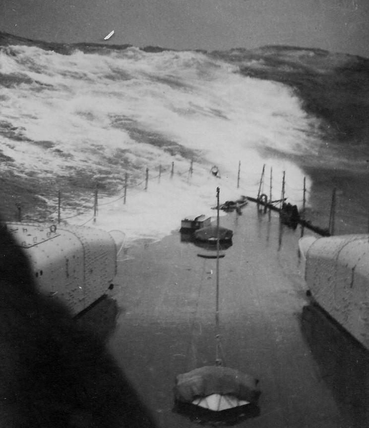 L'admiral Graf Von Spee - Page 2 4974851939_11_20_storm_indian_ocean_neu