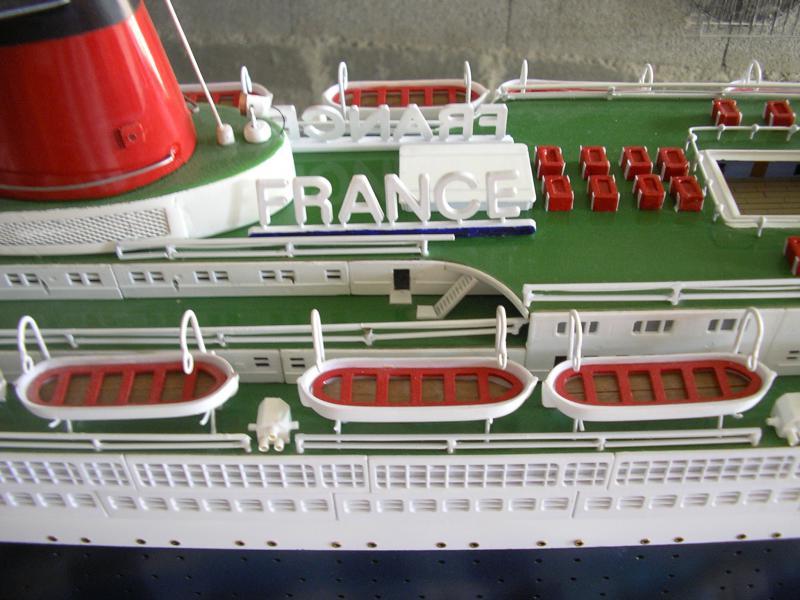Paquebot France (New Maquettes 1/200°) par Henri - Page 8 529487IMGP1024