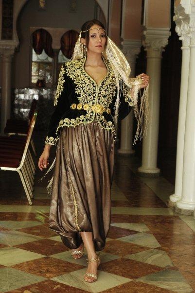 """""""الكراكو"""" الجزائري ... من الـبورجـوازيـة إلى حفلات الـزفاف 5628548435_102632783085632_100000167313559_72712_3013204_n"""