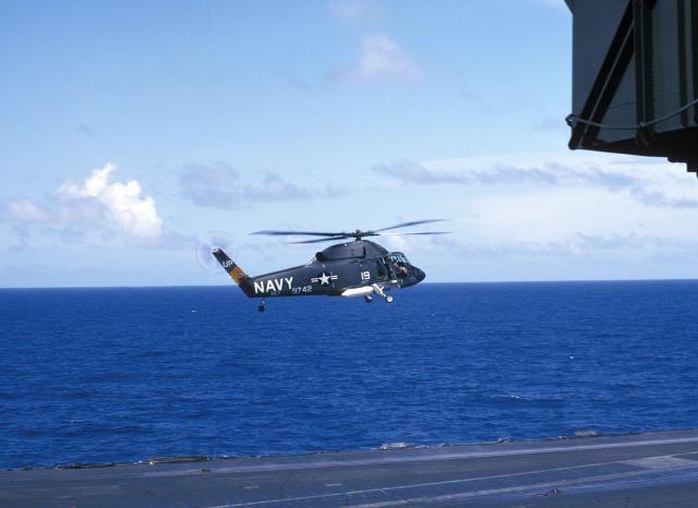 KAMAN H-2 SEASPRITE 651711UH_2A_USS_Kitty_Hawk_mars_1966