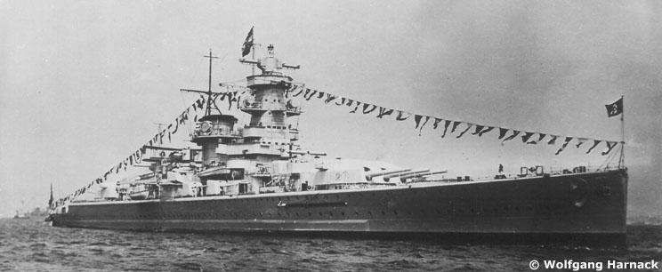 L'admiral Graf Von Spee - Page 2 680874gallgrafspeespitheadnavalreview01