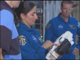 [STS-127] Endeavour : préparatifs (lancement le 12/07/2009) - Page 6 683364essaye_des_apareil_photo