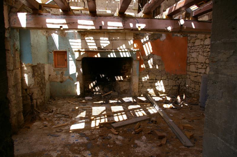 SVP aidez-moi pour le rénovation de ma cheminée 705971Vue_sur_cheminee