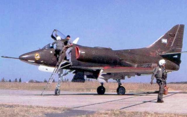 DOUGLAS A-4 SKYHAWK 886435A_A_argentin
