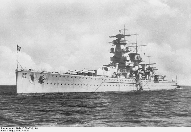 L'admiral Graf Von Spee - Page 2 934590Bundesarchiv_DVM_10_Bild_23_63_06_2C_Panzerschiff__22Admiral_Graf_Spee_22