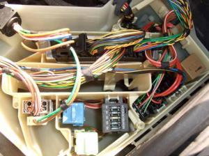 [ BMW E46 318I an 2002 ] voyants ABS + DSC allumés (résolu) Mini_364571BMW