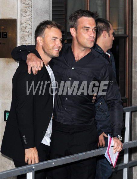 Robbie et Gary à la BBC Radio 1 26/08/210 - Page 2 113094103639369