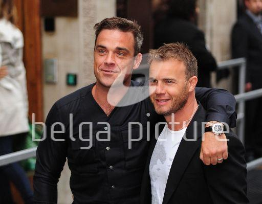 Robbie et Gary à la BBC Radio 1 26/08/210 13541321960209