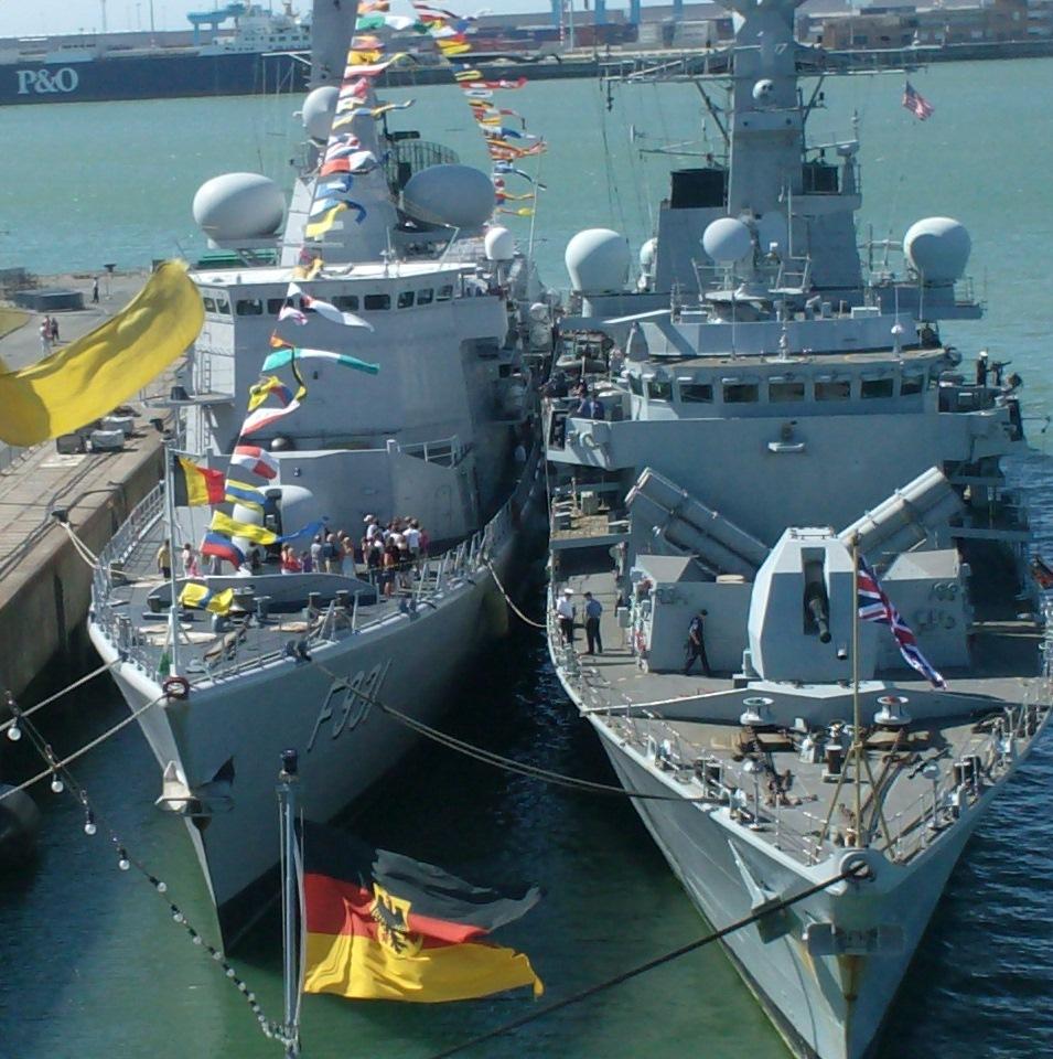 Vos photos du Navy Day 03&04/07/2010  - Page 2 143609HPIM1478