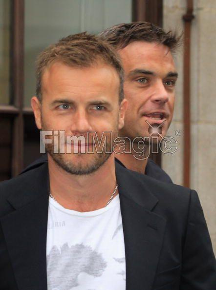Robbie et Gary à la BBC Radio 1 26/08/210 - Page 2 146896103640111