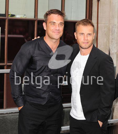 Robbie et Gary à la BBC Radio 1 26/08/210 15564121961754