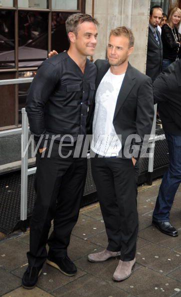 Robbie et Gary à la BBC Radio 1 26/08/210 - Page 2 159367103640197