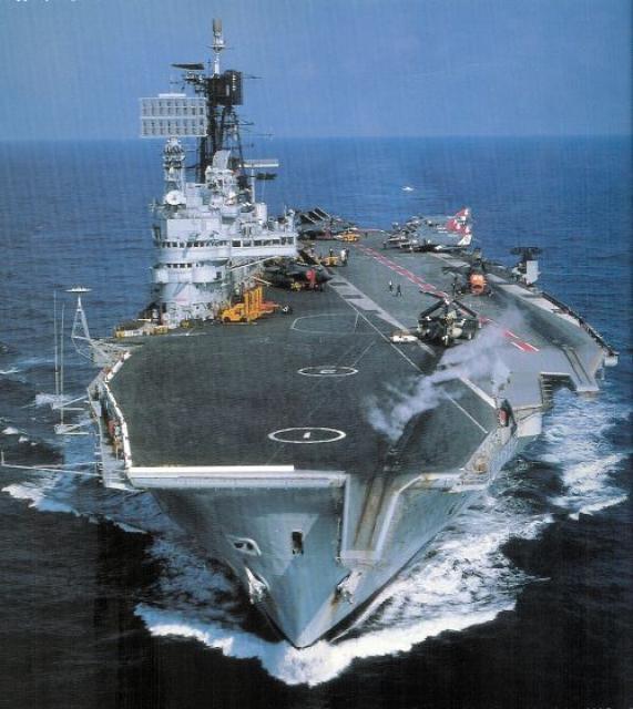 ROYAL NAVY PORTE-AVIONS CLASSE AUDACIOUS 20663HMS_Ark_Royal_3