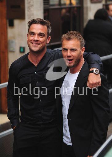 Robbie et Gary à la BBC Radio 1 26/08/210 20860021960753
