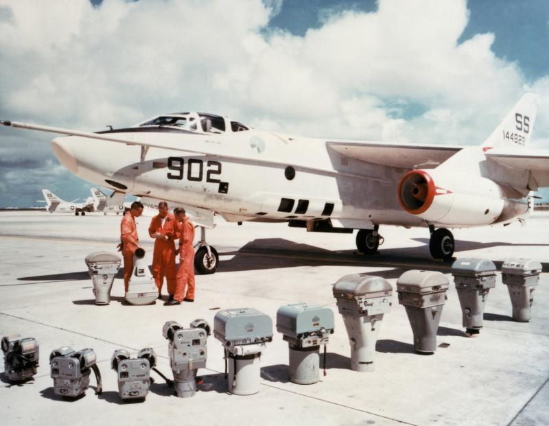 DOUGLAS A-3 SKYWARRIOR 210264RA_3B_1965_DN_SC_84_00642