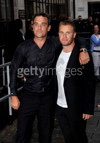 Robbie et Gary à la BBC Radio 1 26/08/210 - Page 2 211116103639386