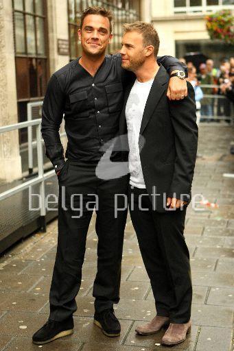 Robbie et Gary à la BBC Radio 1 26/08/210 21733721962338