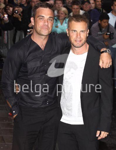 Robbie et Gary à la BBC Radio 1 26/08/210 26026221962095