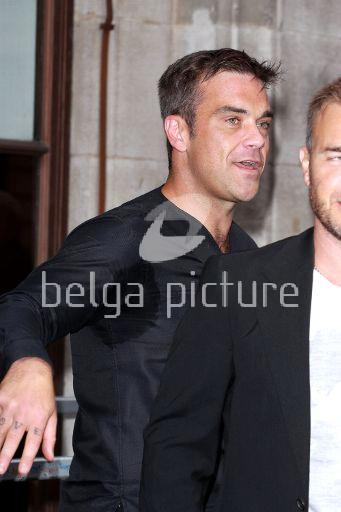 Robbie et Gary à la BBC Radio 1 26/08/210 26043921961062