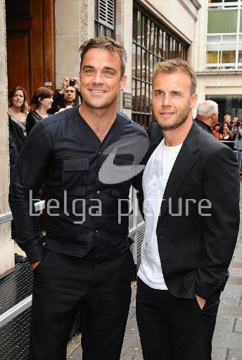 Robbie et Gary à la BBC Radio 1 26/08/210 26308821961051