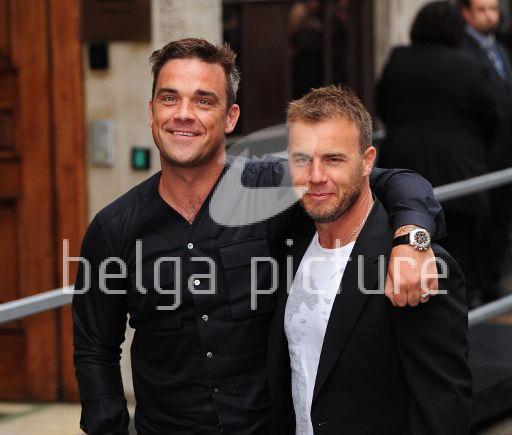 Robbie et Gary à la BBC Radio 1 26/08/210 26843921960213