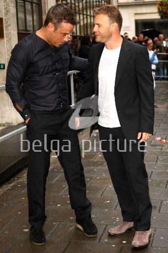 Robbie et Gary à la BBC Radio 1 26/08/210 27276121962567