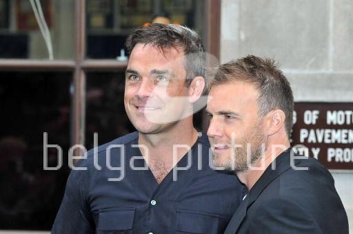 Robbie et Gary à la BBC Radio 1 26/08/210 27458121961509