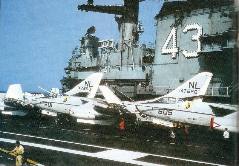DOUGLAS A-3 SKYWARRIOR 278127Skywarrior_sur_le_Coral_Sea