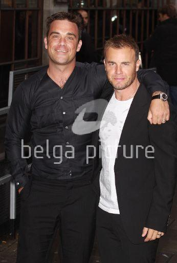 Robbie et Gary à la BBC Radio 1 26/08/210 29632821961616