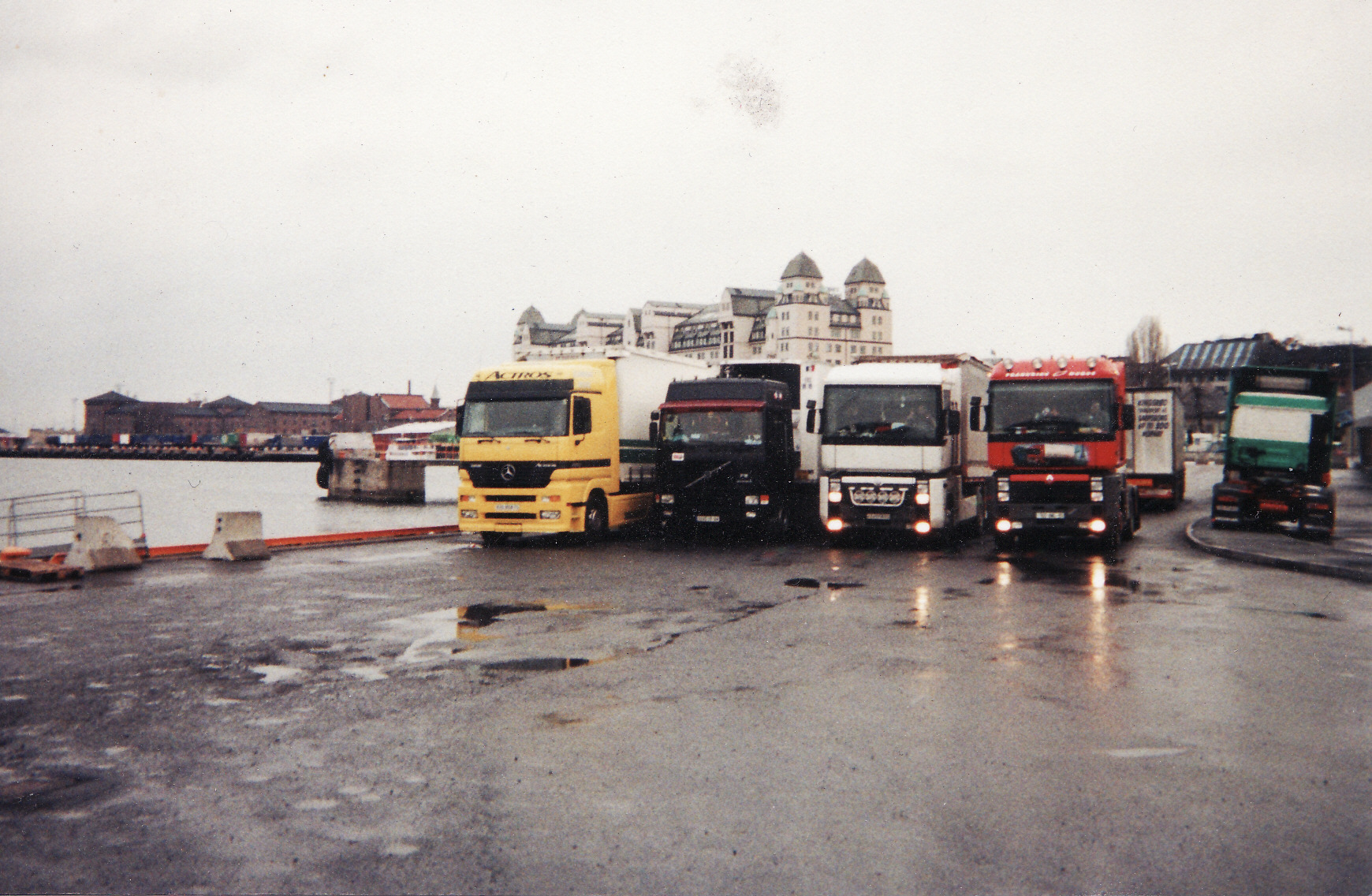 Volvo F 10,12 et 16. - Page 2 307281IMG_0007