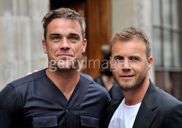 Robbie et Gary à la BBC Radio 1 26/08/210 - Page 2 329457103639907
