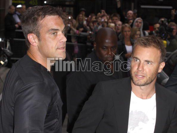 Robbie et Gary à la BBC Radio 1 26/08/210 - Page 2 331048103640759