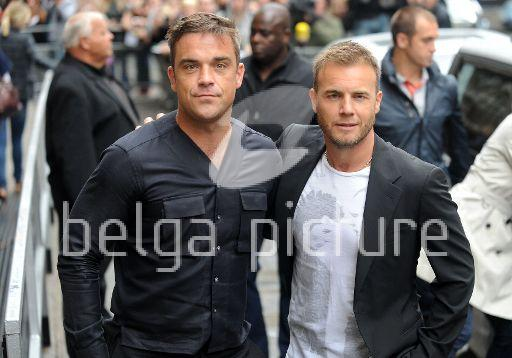 Robbie et Gary à la BBC Radio 1 26/08/210 34662721961112